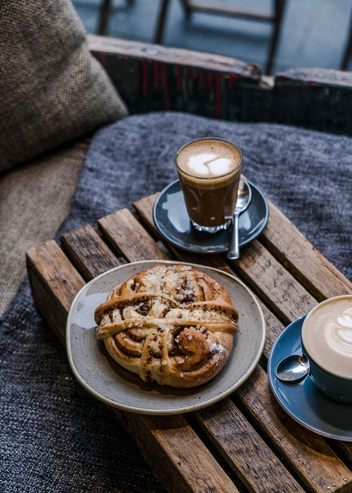 Quick Guide The Best Edinburgh Coffee Shops Bakeries Live Like It S The Weekend In 2020 Coffee Shop Good Bakery Brunch Items