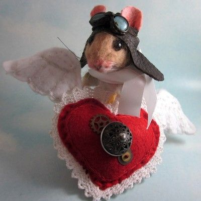Needle Felted Steampunk Valentine's Day Mouse & Artist Teddy Bear R J Andreae  //  Photo via Ebay....just love this guy !!!!!
