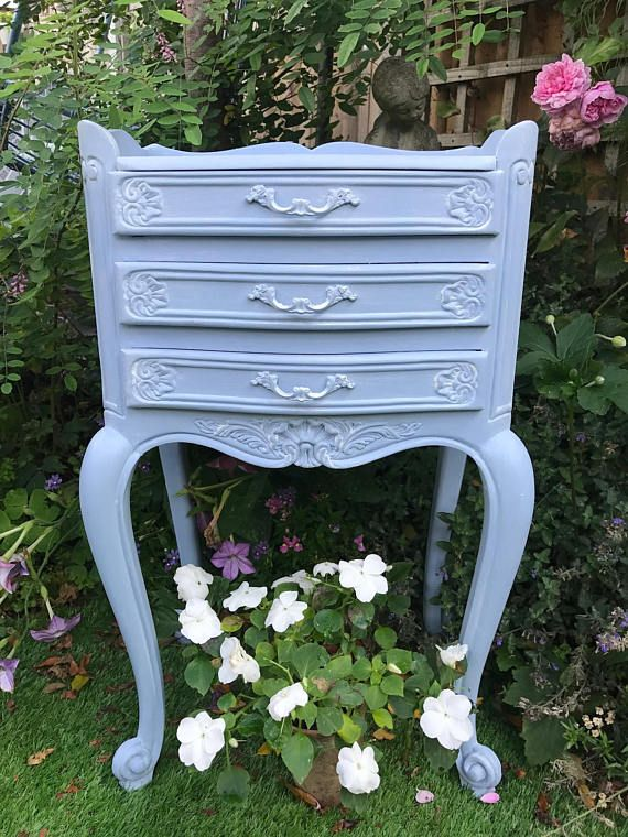 A Beautiful French Louis XV Bedside Cabinet | Pintando muebles y Pintar