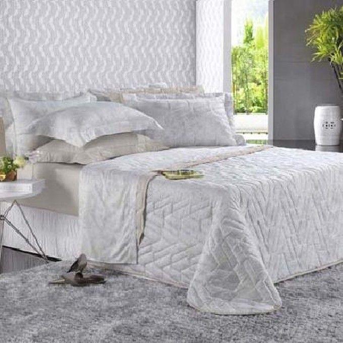 Juego de cubre cama muy suave y elegante para su cama  y tenga un sueño placentero