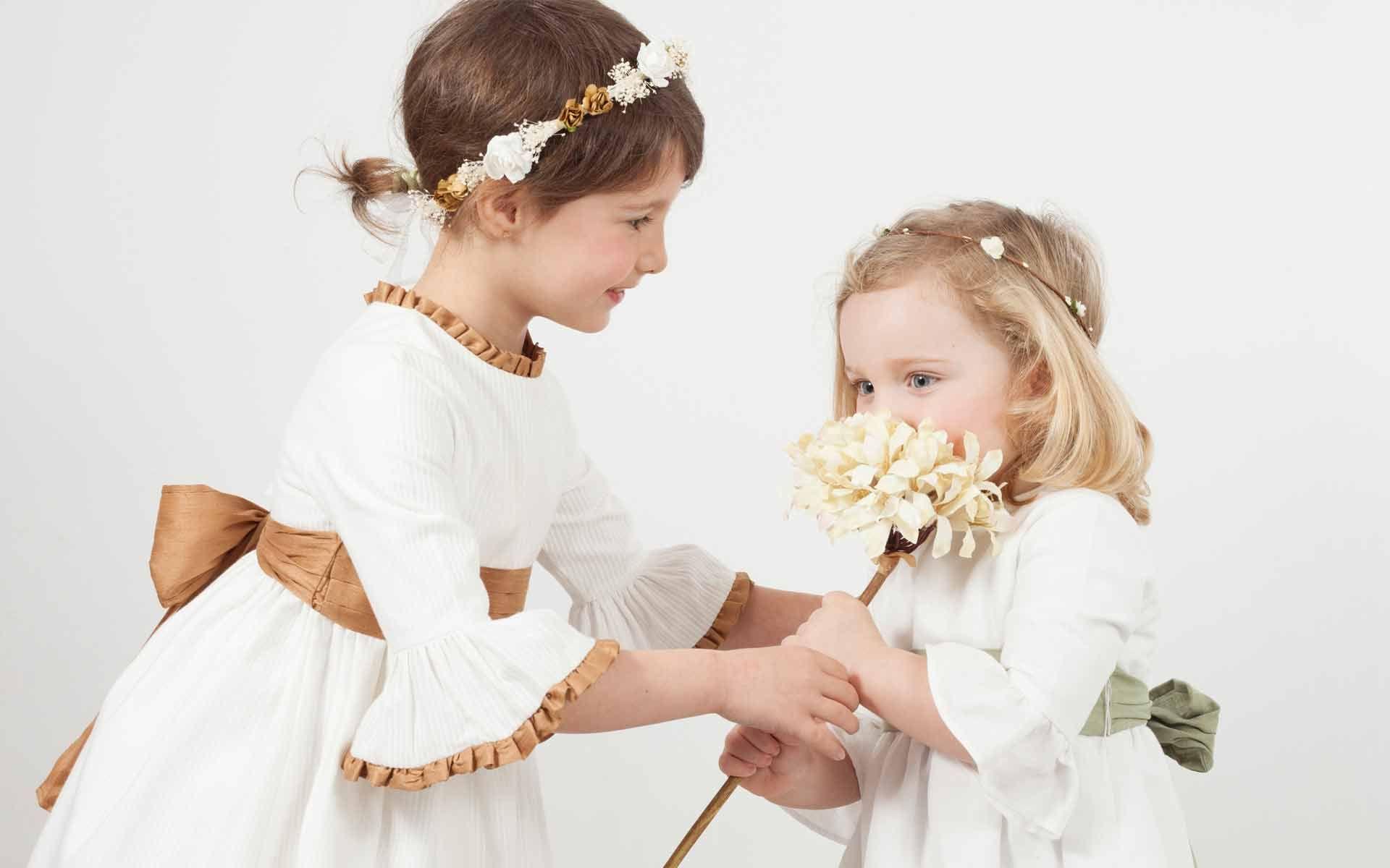 Colección Ceremonia de vestidos de niñas y trajes de niños de arras para celebraciones especiales. Diseños personalizables, todas las tallas. Desde 75€