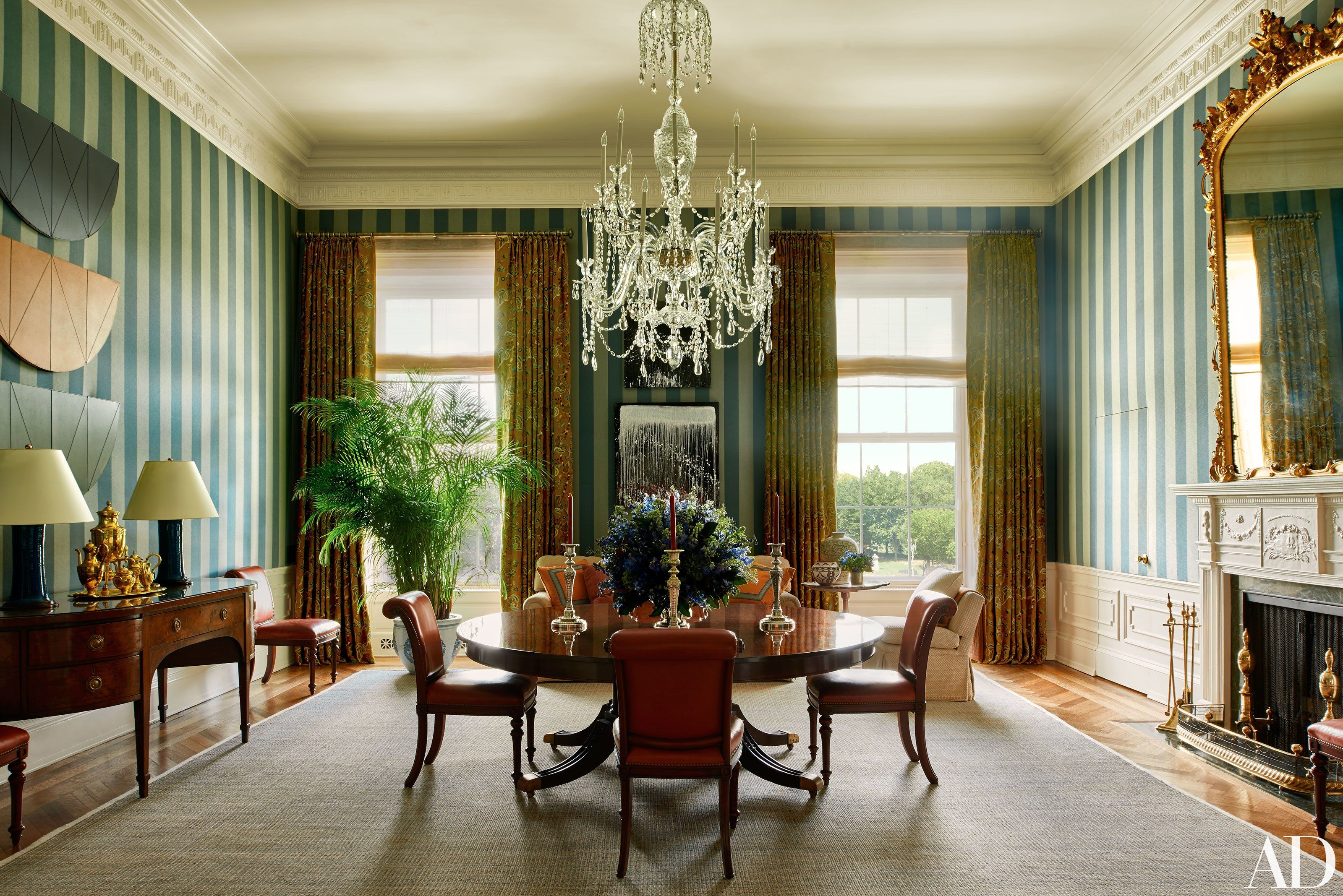 The Obama Family S Stylish Home Inside The White House Inside