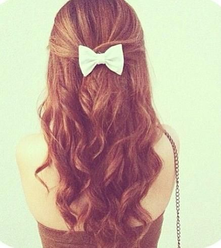 I Can See A French Girl In Paris With This Hairstyle For Some Reason Hair Styles Bow Hairstyle Curly Hair Styles