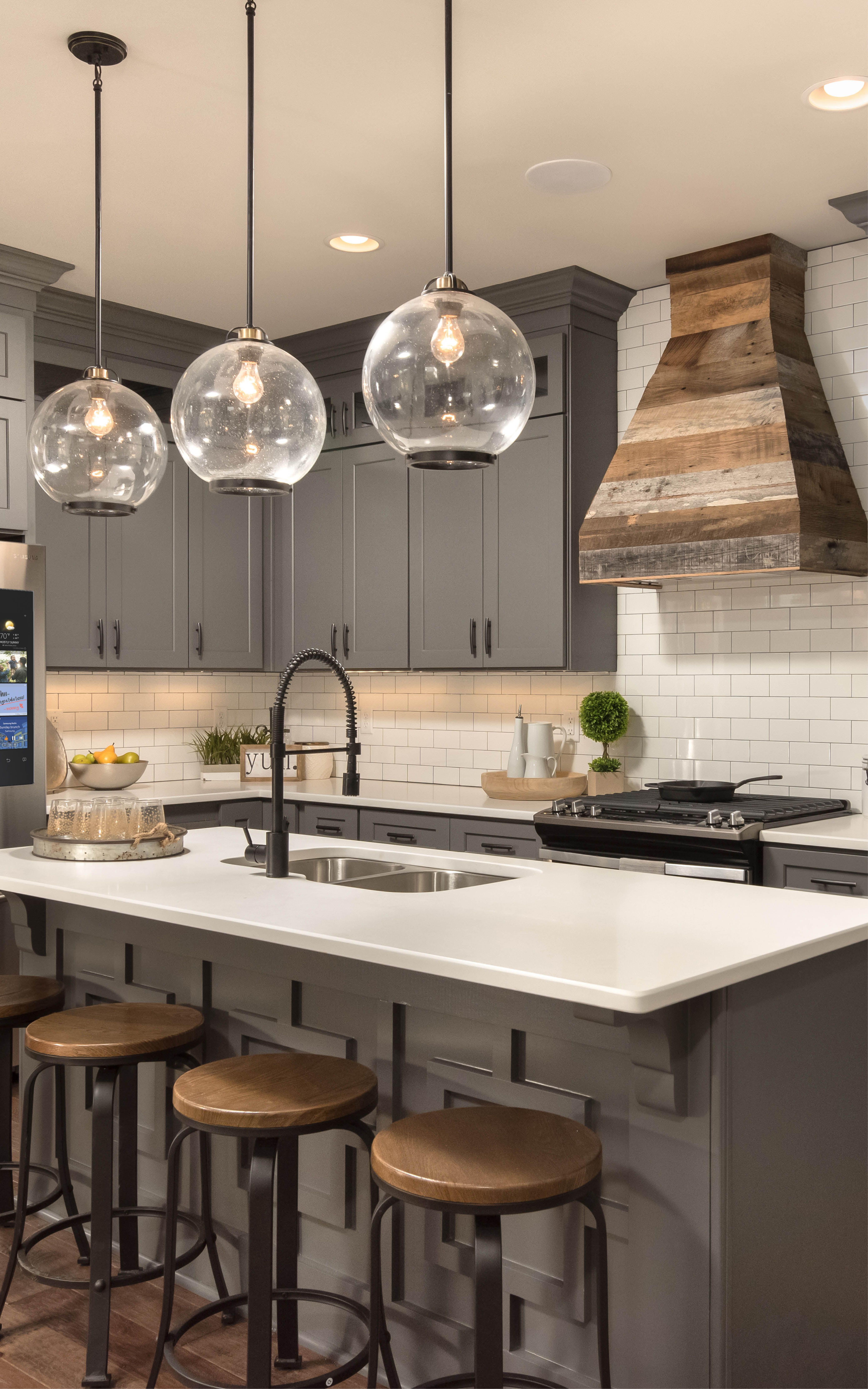 Vintage Metal Pendants Contributes To Simple Sophisticated Kitchen Interior Design Project Kitchen Interior Interior Design Kitchen Kitchen Design Open