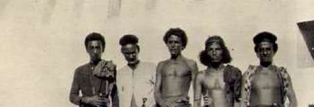 Modern dark-skinned descendants of ancient Arabians like the Qarra and Mahra of Oman told colonial observers they originated in Africa.  https://selfuni.wordpress.com/2015/09/29/black-sheep-white-sheep/
