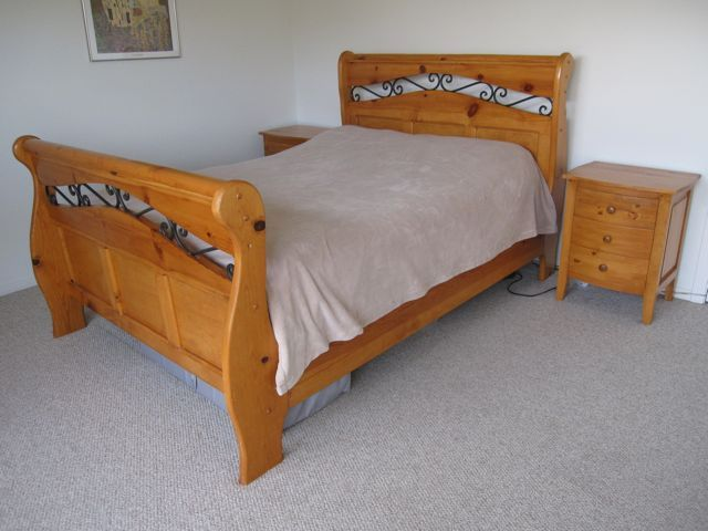 Beautiful Rustic Style Solid Pine Wood Bedroom Set With