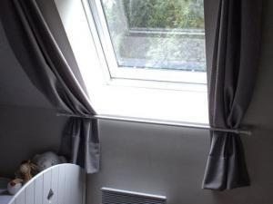 rideaux pour fen tre de toit rideau pour fenetre fen tre de toit et combles. Black Bedroom Furniture Sets. Home Design Ideas