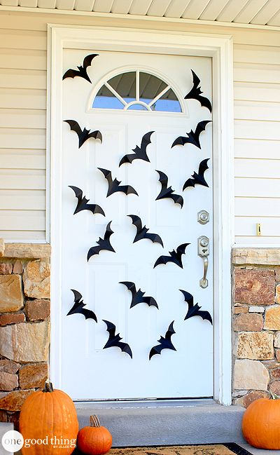 Spiders \ Bats Oh My! Dress Up Your Front Door With This Simple DIY