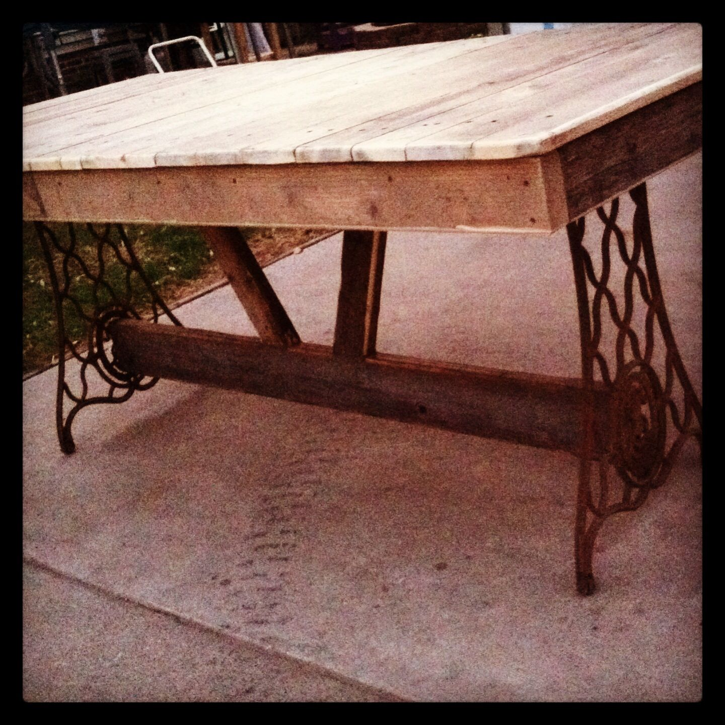 Trestle dining table i made from 3 pallets a vintage for Dining room tables made from pallets