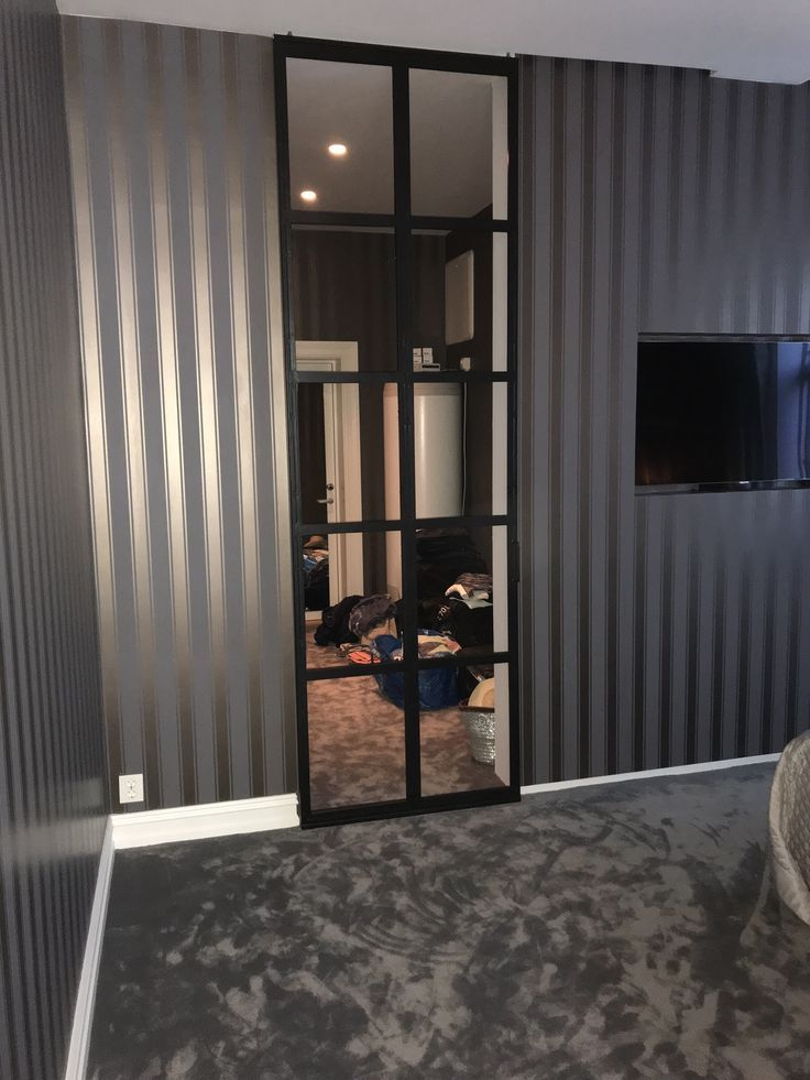 Mirrored clothing clossed door in steel and mirrors- Mirrore…