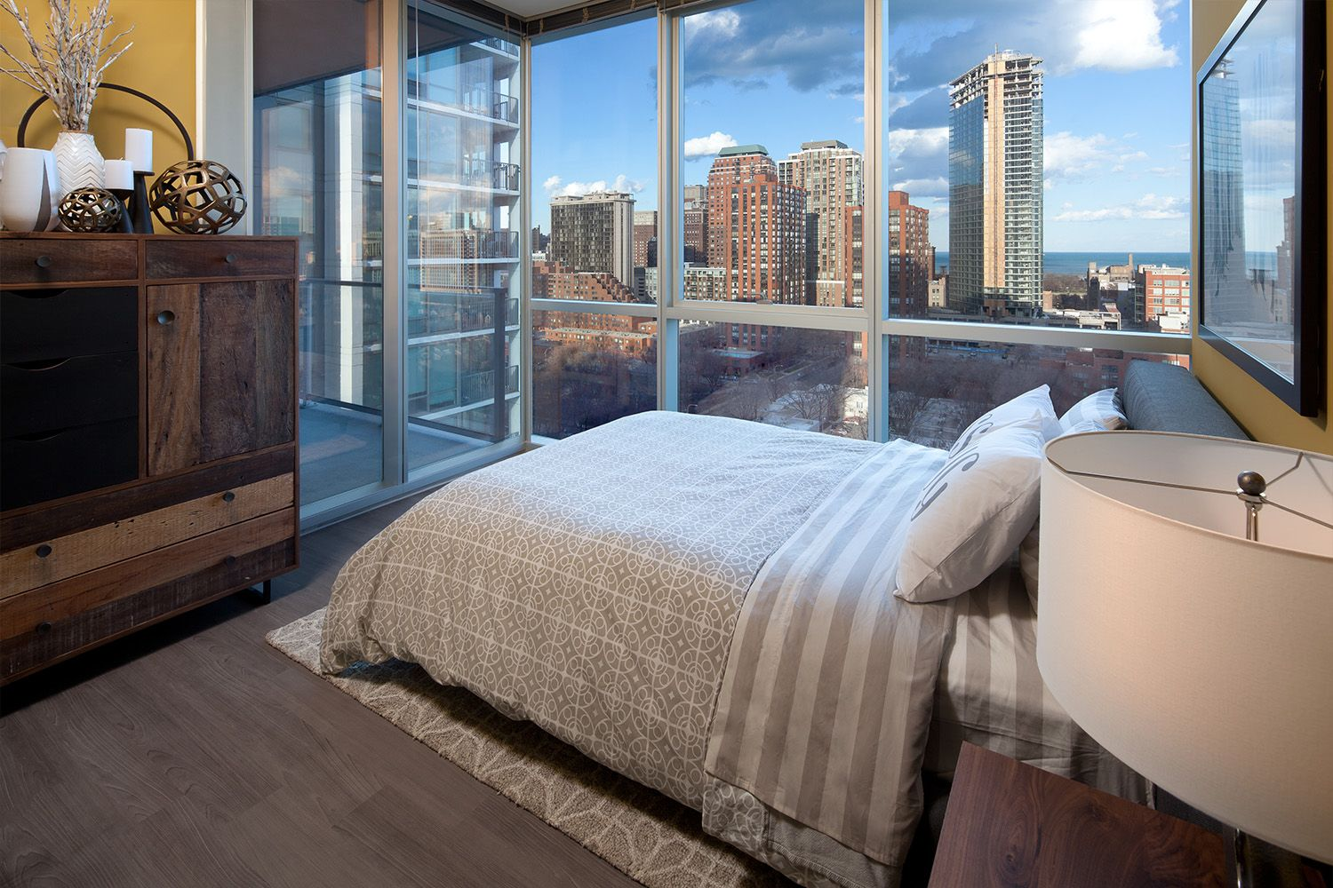 These South Loop Apartments Offer Stunning City Views With Floor To Ceiling Windowns Domu Chicago Apartments Chicago Apartment Apartments For Rent Apartment