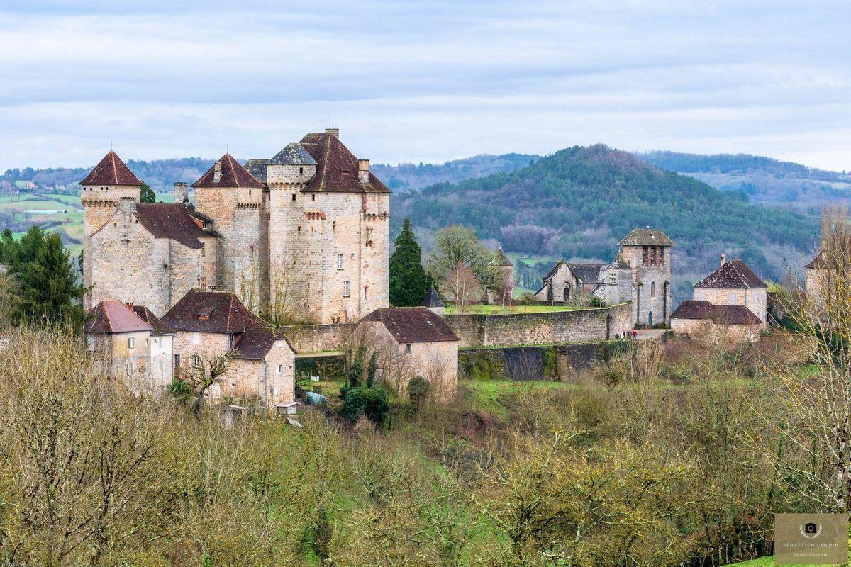 Curemonte Un Decor Medieval En Correze Un Des Plus Beau Village De France Les Photos De Sebastien Colpin Beaux Villages Village Francais Correze