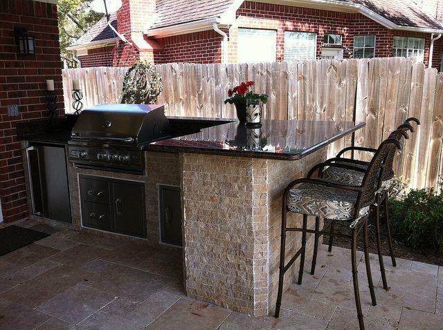 Outdoor Kitchen In Sugar Land Texas In 2020 Patio Kitchen Backyard Kitchen Outdoor Kitchen Design