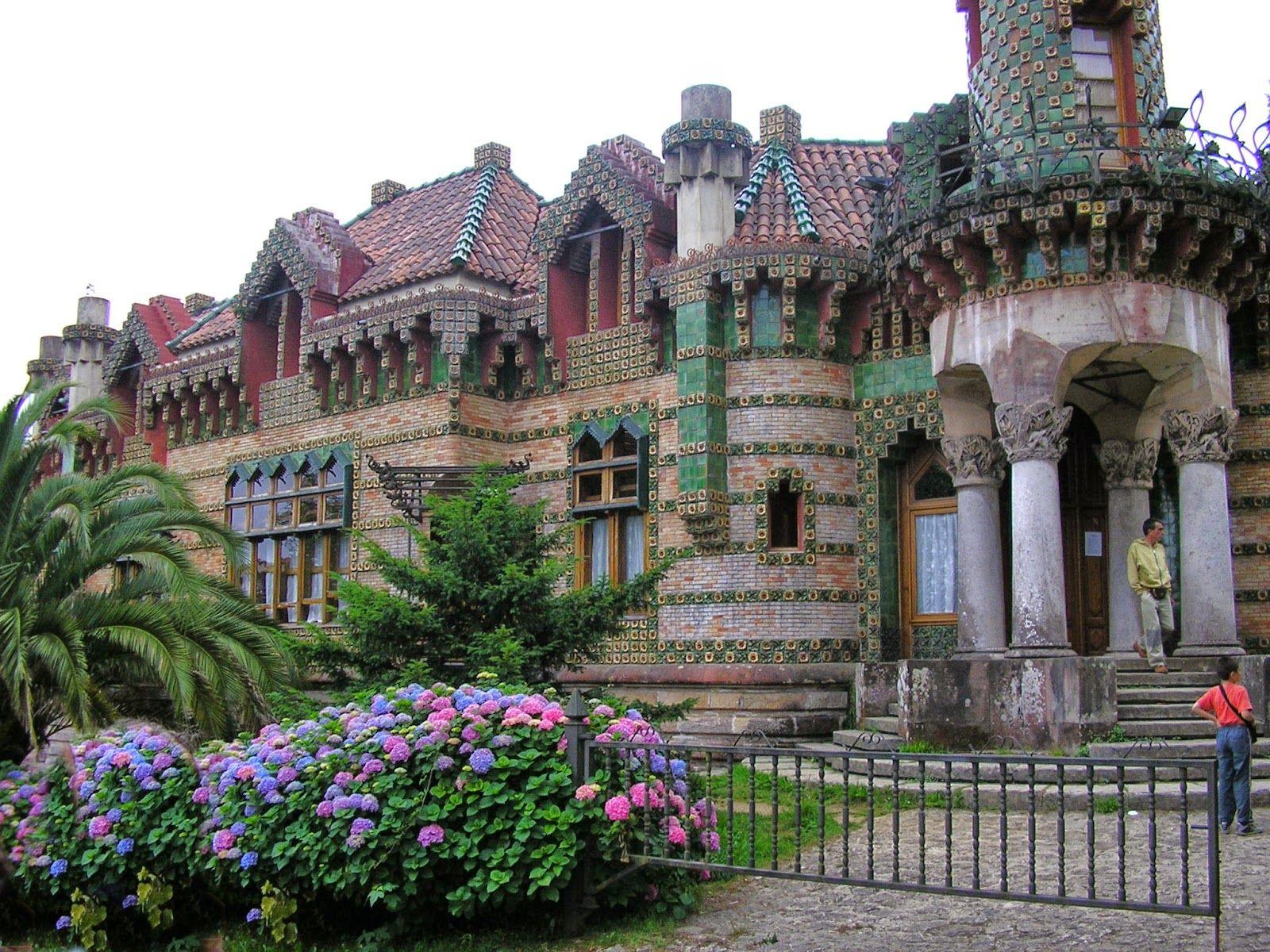 Antoni Gaudí | Simbolismo / Arquitecto Arte Nouveau |