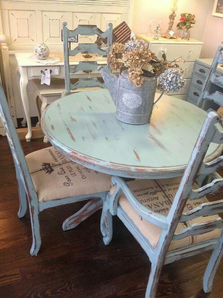 Distressed pale blue shabby table and chairs forgotten for Salle a manger shabby chic