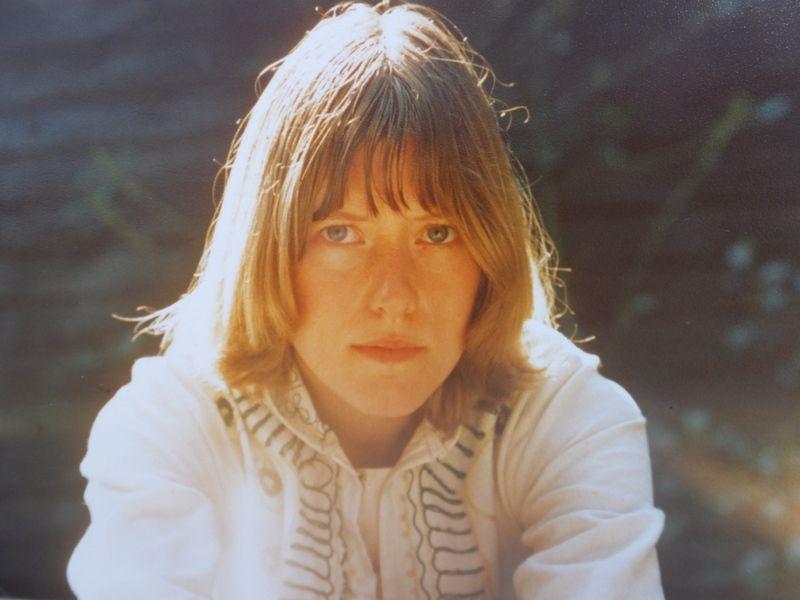 Birgit Meyer Andersen, 68, Hellerup.  Jeg er fotograferet i mine forældres sommerhus i min indiske buseronne. Jeg læste historie, men ser livstræt ud på dette billede (1977).