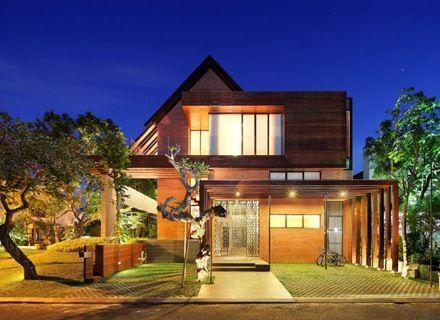 Casa de dise o tropical con arquitectura contempor nea en - Casas de madera tropical ...