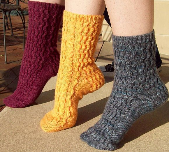 Crosswaves sock : Knitty First Fall 2010 - free