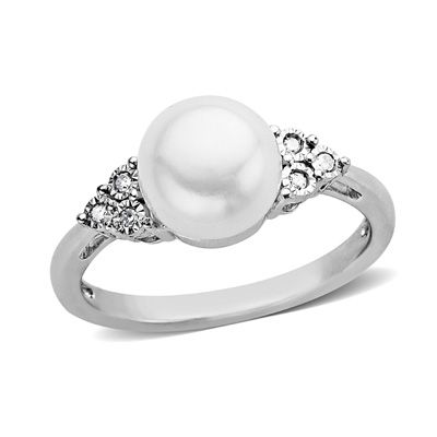 love the idea of promise rings..boy, better make it a pearl. future husband, take note.