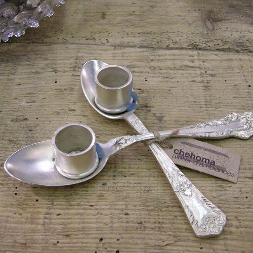 Bougeoir en m tal cuill res chehoma un mod le de bougeoir original poser sur une table basse - Chehoma table basse ...