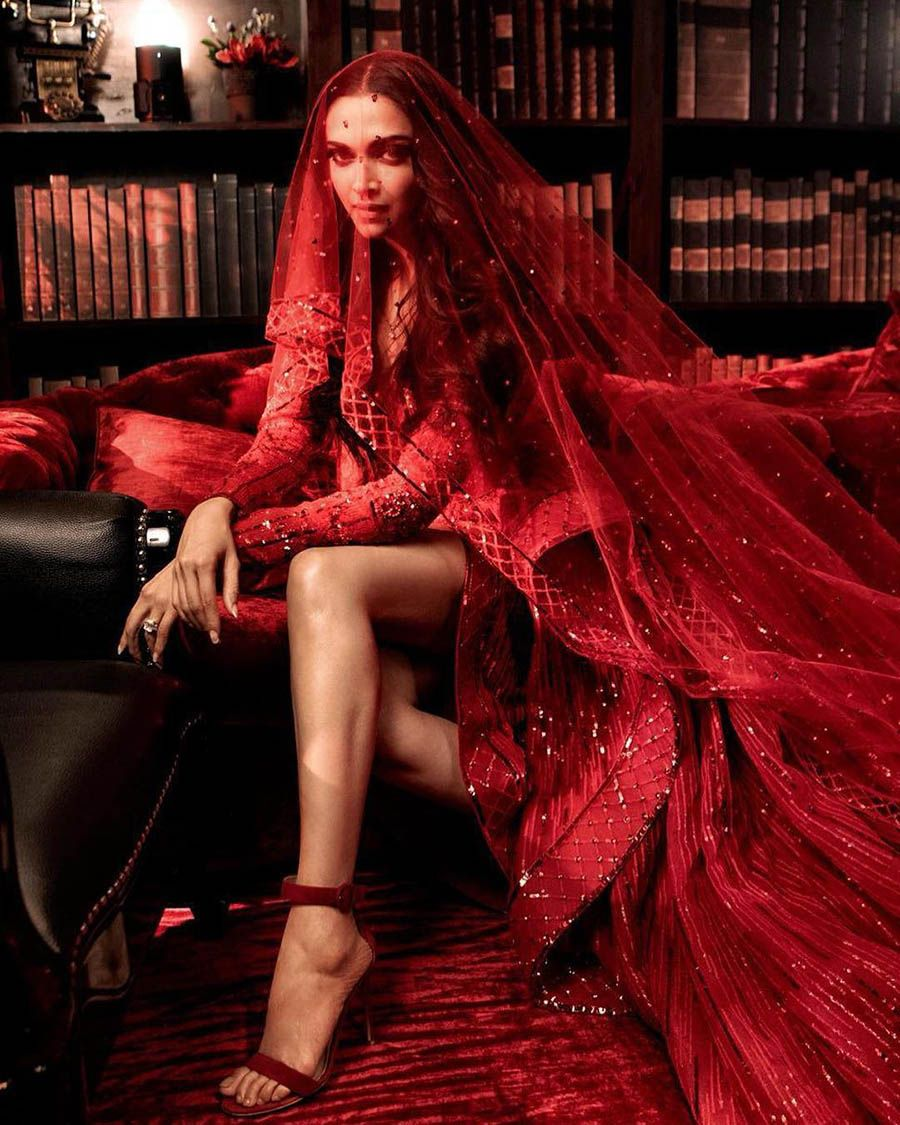 Deepika Padukone And Ranveer Singh S Fabulous Wedding Celebrations Deepika Padukone Style Indian Celebrities Reception Gown