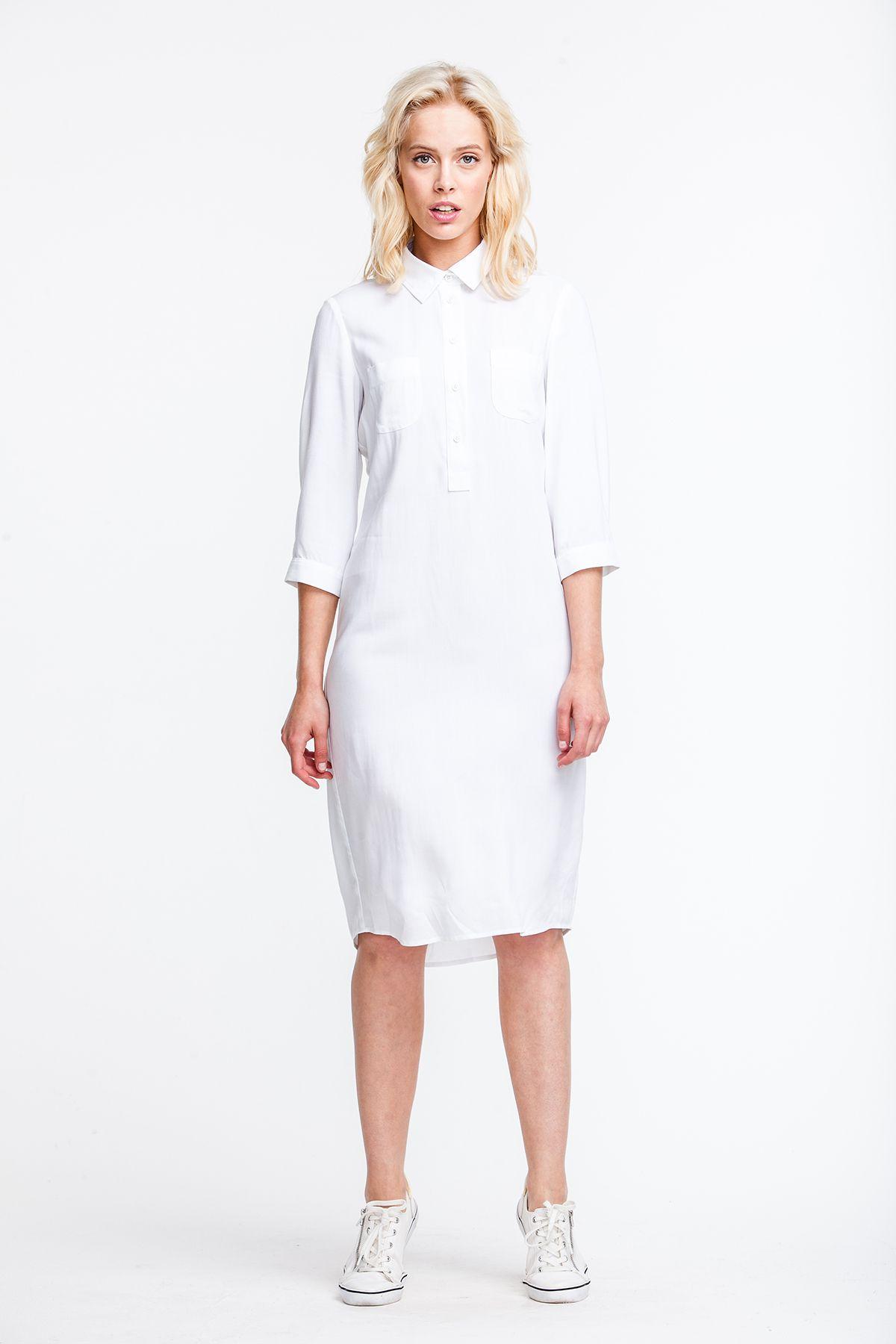 419f5f7e1973 2698 Платье-рубашка белое, свободного кроя, карманы на груди купить ...