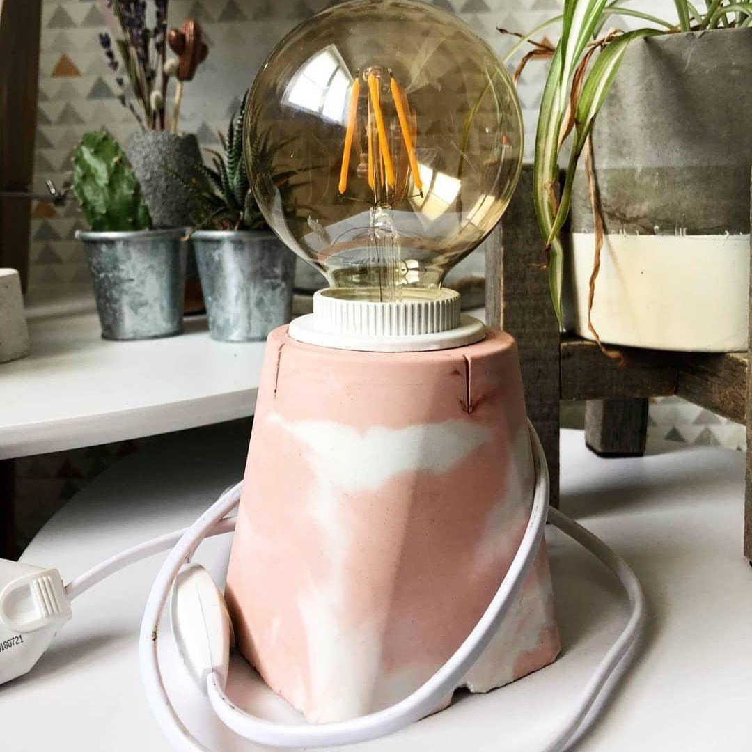 Petit de modèle de lampe rose 🌸👁 . . #deco#decoration ...