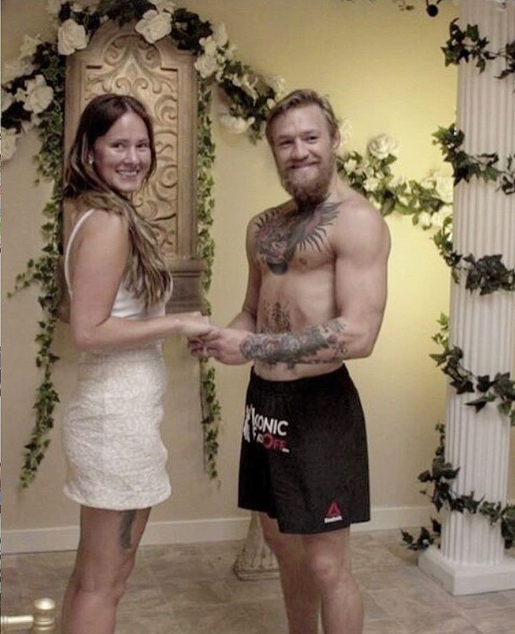 Connor Mcgregor With His Wife Ufc Mma Mcgregor Connor Mcgregor Conor Mcgregor Style Conor Mcgregor Wife