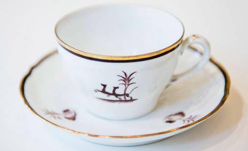 1930-luku: Diana   Hillitty juhla-astiasto Diana oli arvostettu hankinta ja lahja. Diana-koriste on Einar Forsethin, astiastomalli taas on Greta-Lisa Jäderholm-Snellmanin suunnittelema.