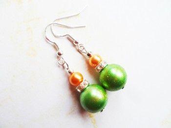 Joulukorvikset, hopeiset koukut, kuusenkoriste, vihreä ja oranssi