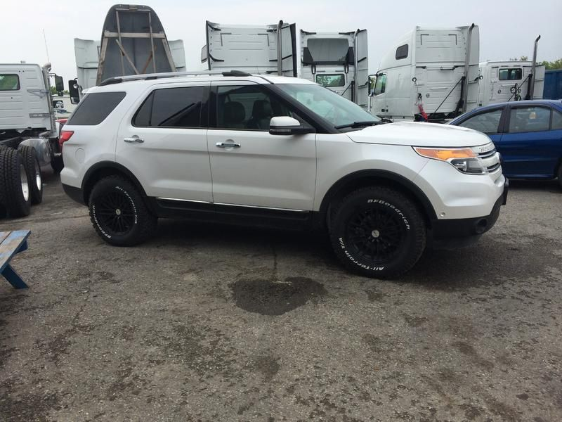 Lifted Suv Ford Explorer With A Lift And Big Tires Ford