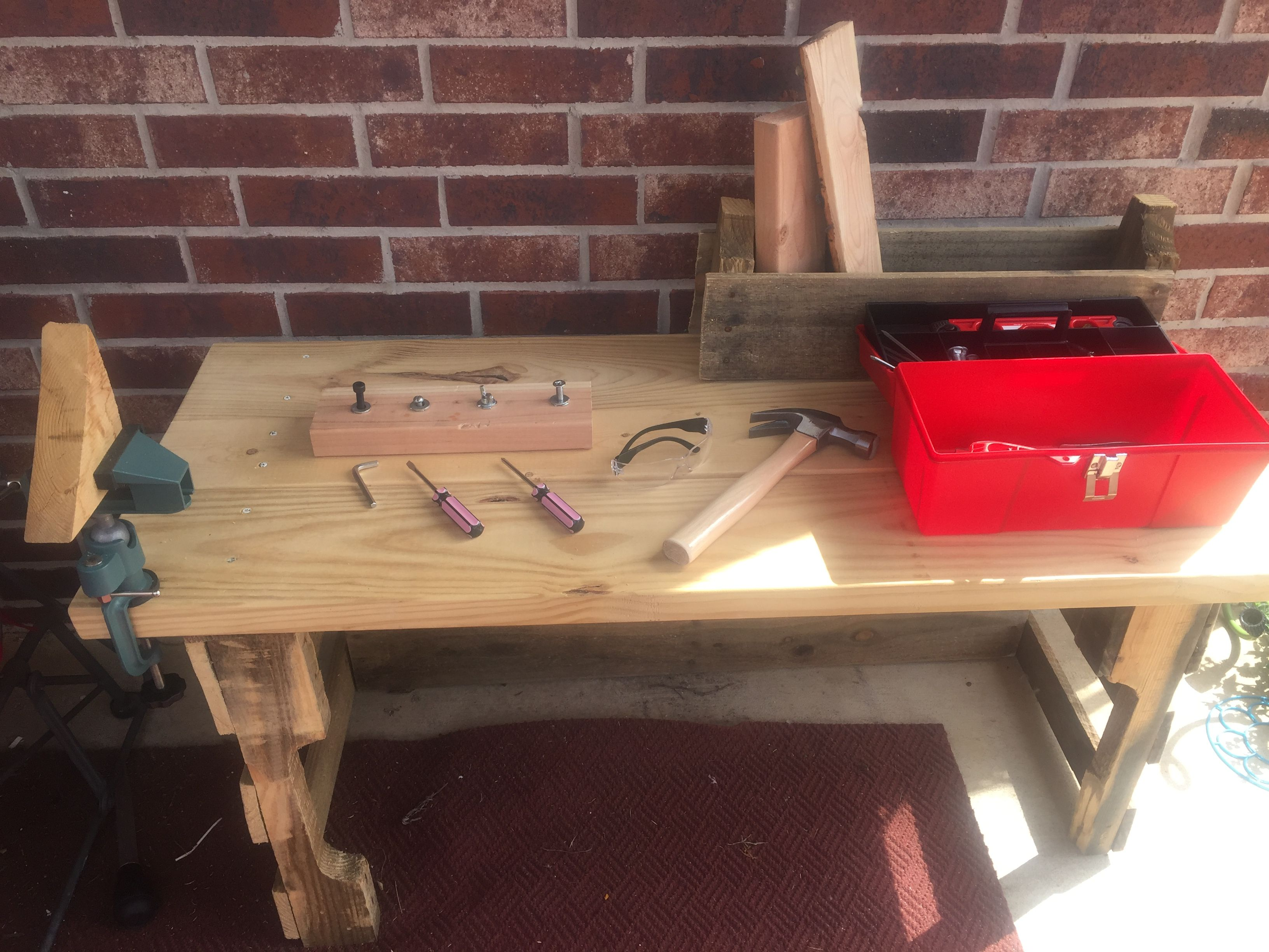 Brilliant Work Bench Made From Wood Pallet And Spare Wood Screw Board Squirreltailoven Fun Painted Chair Ideas Images Squirreltailovenorg