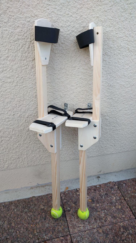 des chasses en bois facile construire diy peg stilts tutorial echasses chasses chassier. Black Bedroom Furniture Sets. Home Design Ideas