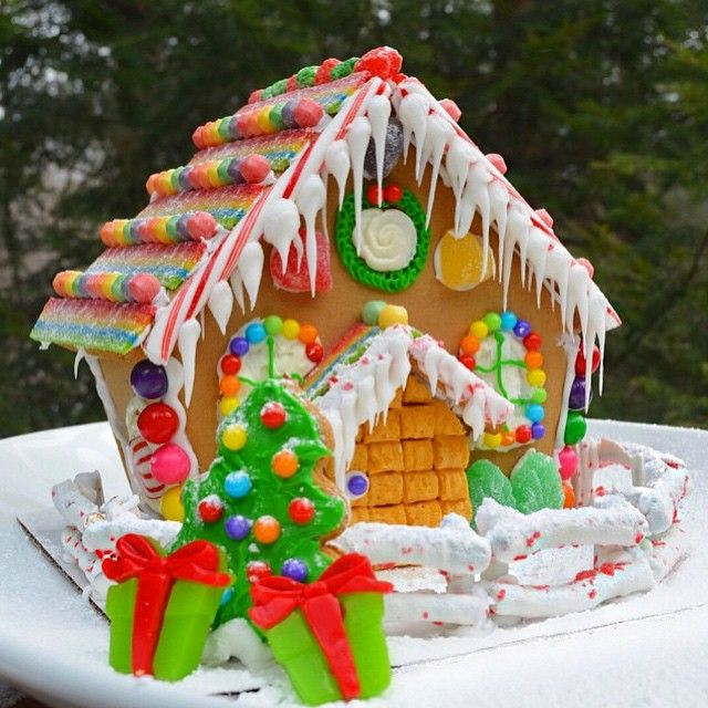 One Of My Favorite Gingerbread Houses Created By Rcorrera Submit Your Gingerbread Houses To Be Featured Chris With Images Gingerbread House Gingerbread Sweet Cupcakes