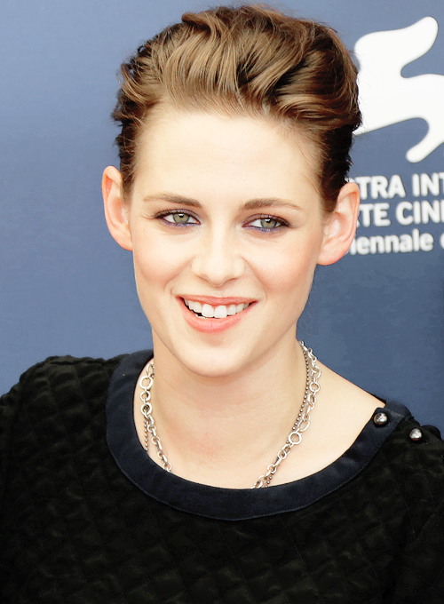 "robnkiks: "" ""Kristen Attends the 'Equals' Photo Call at the Venice Film Festival "" """