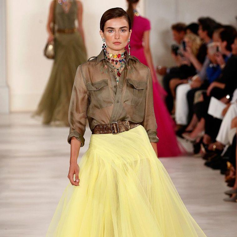 falda-amarilla-camisa-marrón.jpg (760×760)