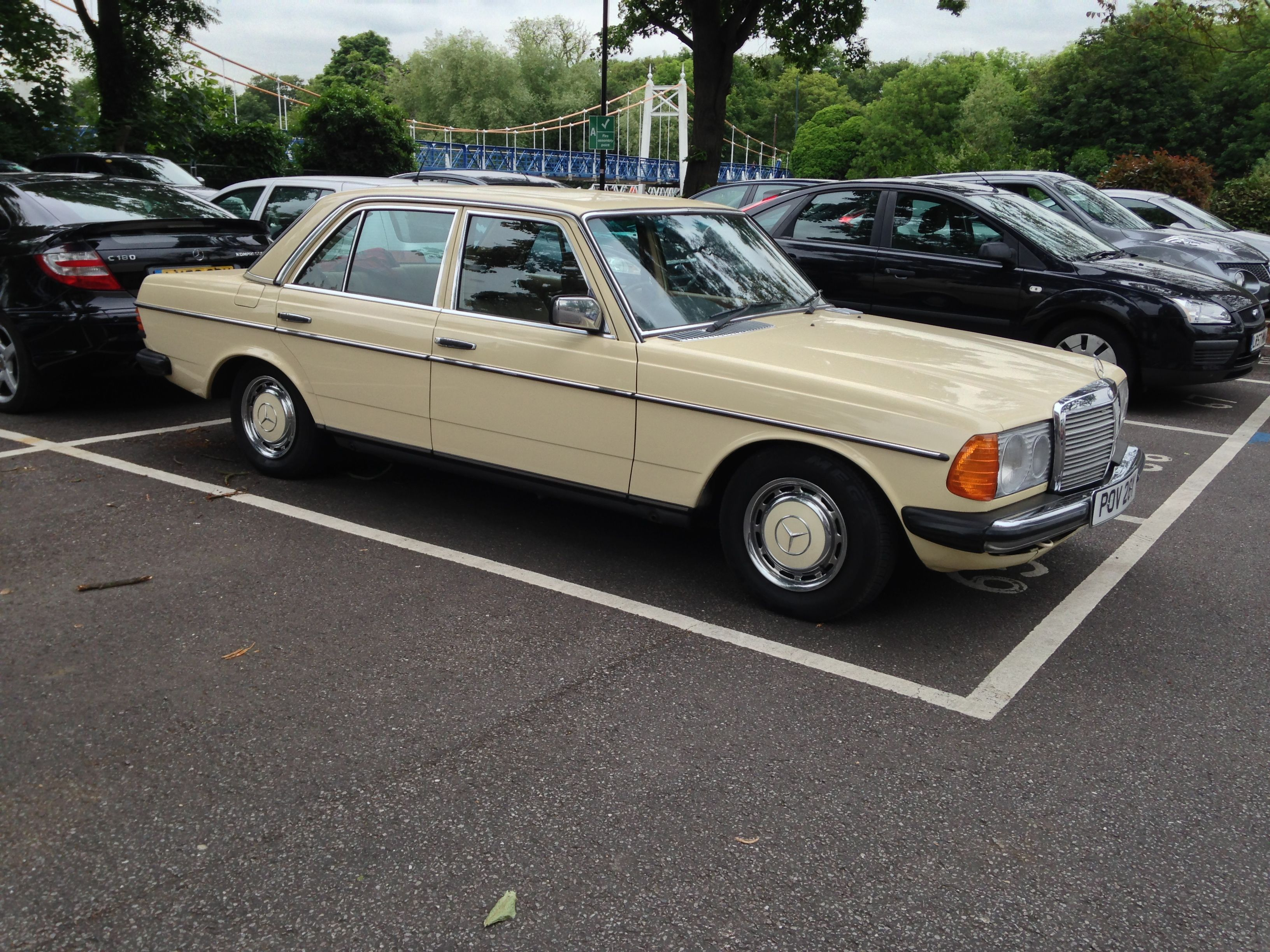 Very original w123 300td estate spotted in a car park probably everyday transport mercedesclassic benz thebestornothing diesel mercclub out