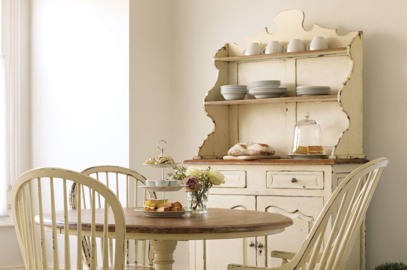 Móveis para uma cozinha de estilo inglês. Decoração da casa.