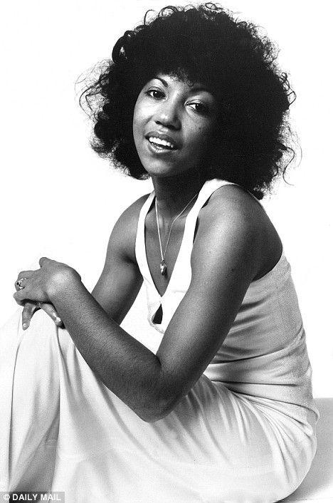 Singer, Songwriter, And Guitarist Linda Lewis  Portraits -3758