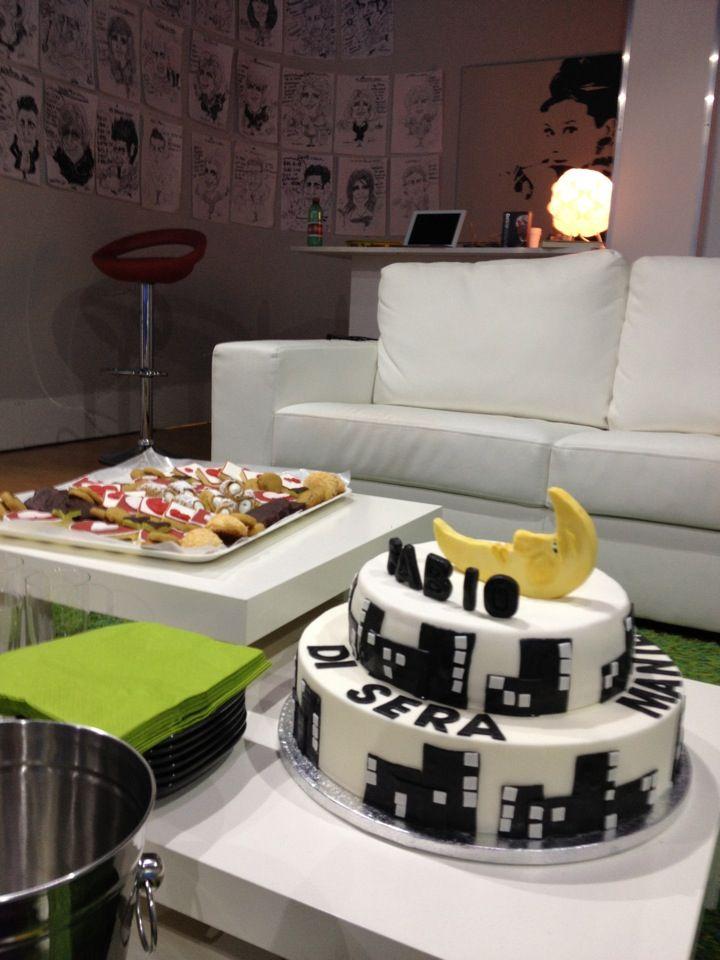 "Moon cake for tv talk show ""Fabio di sera"" - www.lunaset.it"