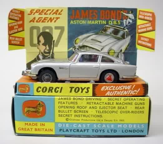 Corgi 261. JAMES BOND ASTON MARTIN D.B.5 In Silver. Has
