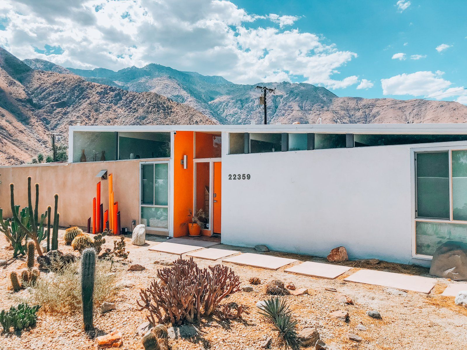 Photo 1 Of 12 In Immerse Yourself In Bright Color At This Midcentury Palm Springs Mid Century Modern Palm Springs Houses Palm Springs Architecture