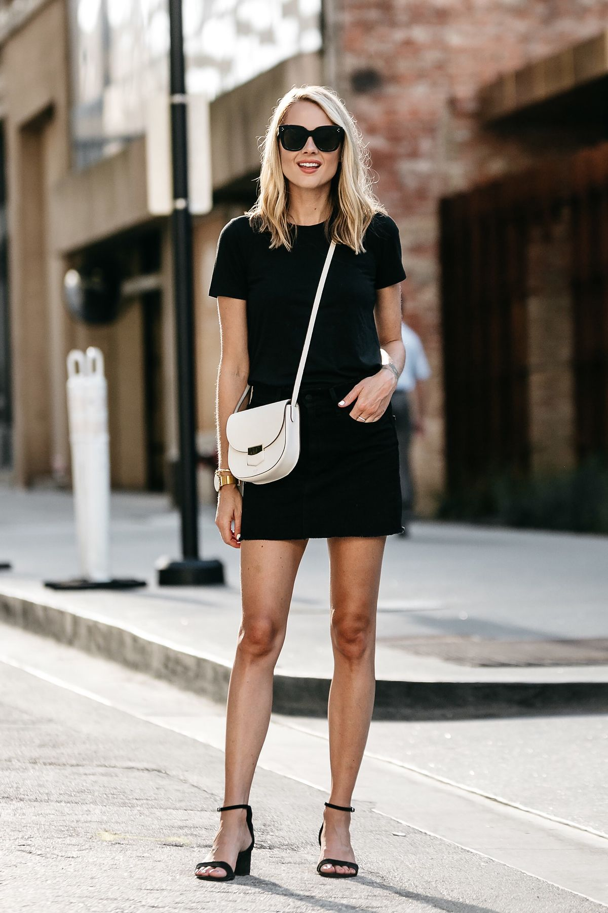 blonde woman wearing everlane black fitted tshirt frame