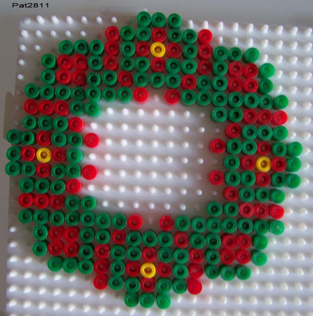 Wreath christmas hama perler beads perle hama pinterest no l perles et perles repasser - Modeles perles a repasser ...