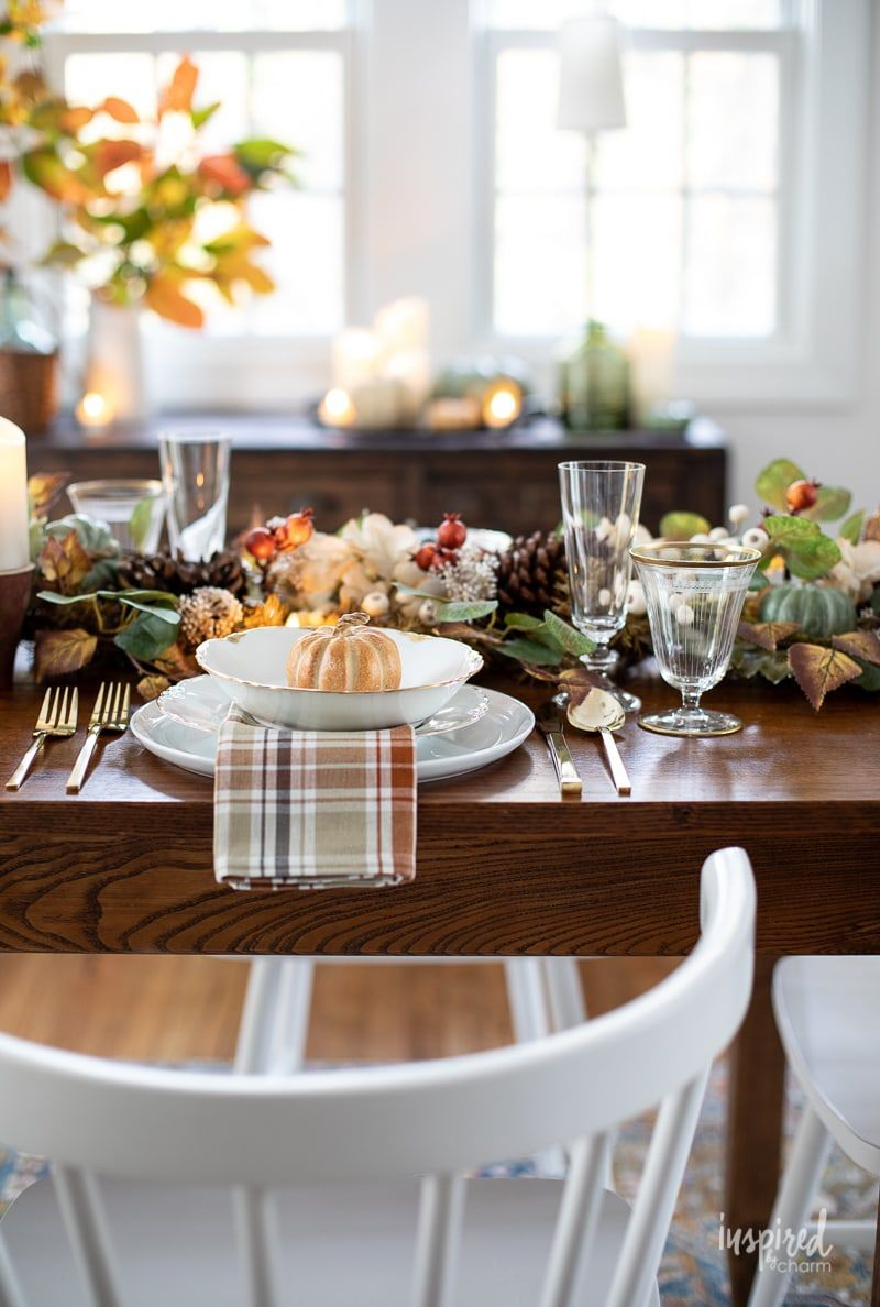 Cozy And Inviting Thanksgiving Table Decor In 2020 Thanksgiving Table Decorations Thanksgiving Table Thanksgiving Tablescapes