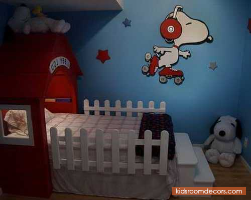 Really Cute And Playful Toddler Bedroom Layout Concept With Snoopy Theme  And Snoopy Playhouse Bed