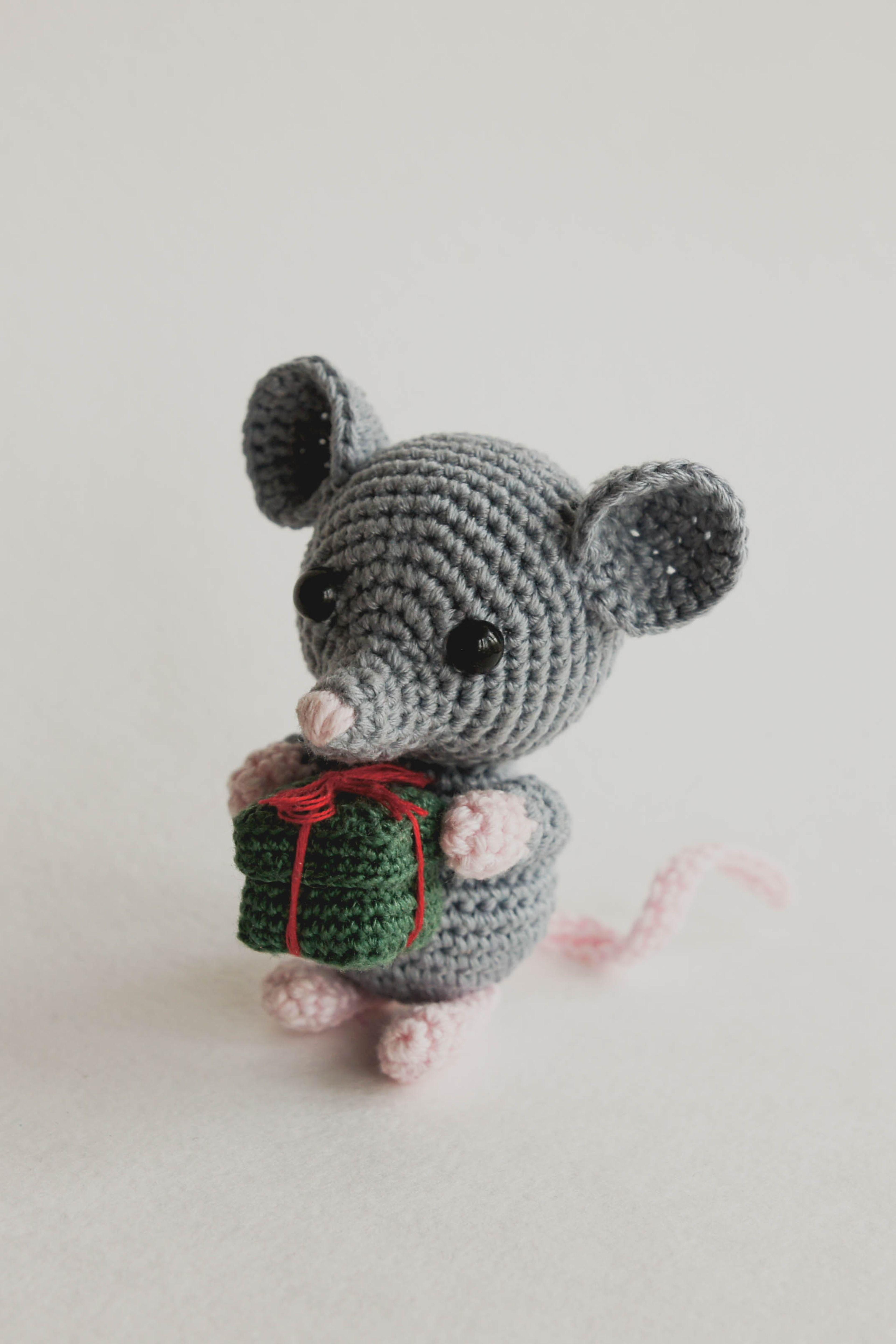 Tiny Mouse - Free amigurumi pattern   5761x3840