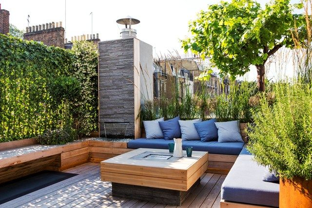An Incredible Interpretation Of A Modern Mews House This Fastidiously Executed Three Bedroom Home Originally Design Roof Garden Terrace Design Rooftop Garden
