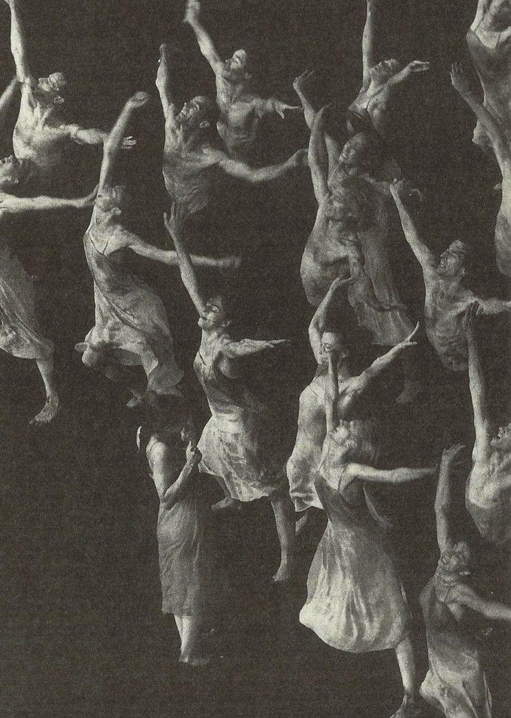 Le Sacre du Printemps di Pina Bausch, 1975.  Disturbing and primal version of Stravinsky.