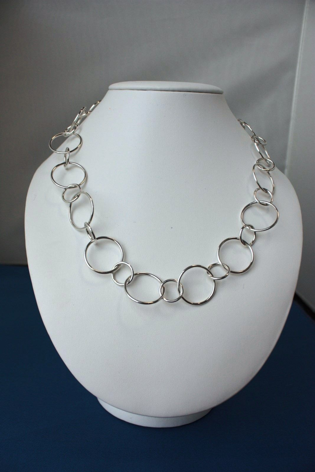 Classic immaculate chain by Vierka Bodisova - Level 2 jewellery class.  So elegant & Lovely! Photo by Wayne Jones